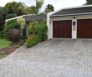 R 2,995,000 - 3 Bed Property For Sale in Rosendal