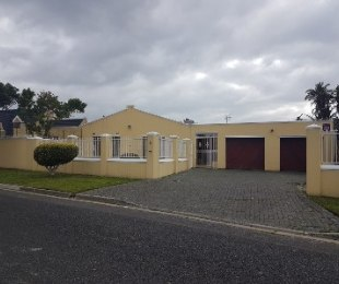 R 2,995,000 - 3 Bed Home For Sale in Penlyn Estate