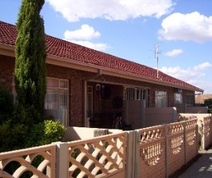 R 400,000 - 2 Bed Property For Sale in Riebeeckstad