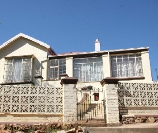 R 800,000 - 4 Bed Home For Sale in Kensington