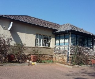 R 2,700,000 - 5 Bed House For Sale in Kensington