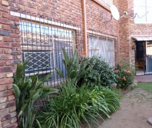 R 610,000 - 3 Bed Property For Sale in Dagbreek