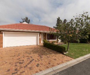 R 2,650,000 - 3 Bed House For Sale in Proteaville