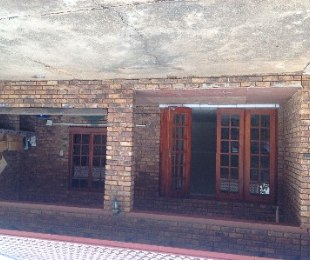 R 8,000 - 3 Bed House To Rent in Theresapark