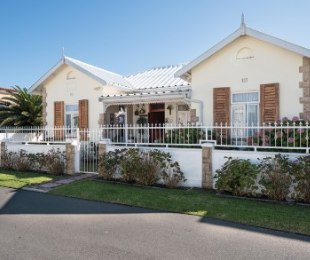 R 2,290,000 - 5 Bed Property For Sale in Kleinmond