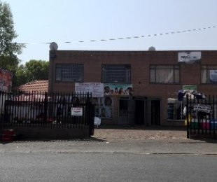 R 950,000 -  Commercial Property For Sale in Bezuidenhout Valley