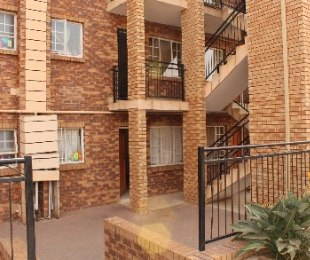 R 595,000 - 3 Bed Apartment For Sale in Akasia