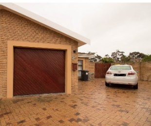 R 1,750,000 - 2 Bed House For Sale in Sonstraal Heights