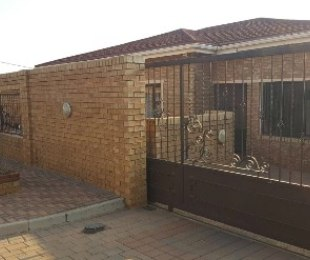 R 1,280,000 - 3 Bed House For Sale in Crosby