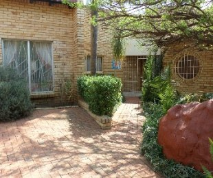 R 980,000 - 4 Bed Home For Sale in Riebeeckstad