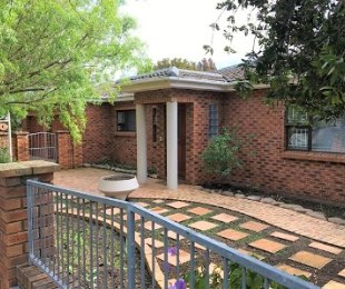 R 2,499,000 - 5 Bed Property For Sale in Vredekloof