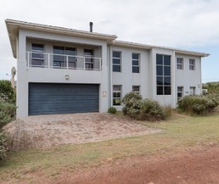 R 3,200,000 - 6 Bed House For Sale in Betty's Bay