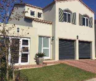 R 2,295,000 - 3 Bed Property For Sale in Durbanville