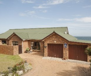 R 2,300,000 - 4 Bed Home For Sale in Betty's Bay