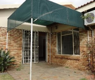 R 595,000 - 3 Bed Property For Sale in Flamingo Park