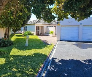 R 4,250,000 - 4 Bed Home For Sale in Tokai