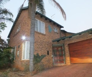R 2,140,000 - 3 Bed House For Sale in Zwartkop