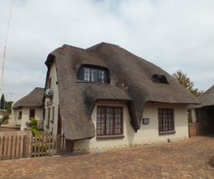 R 2,600,000 - 4 Bed Home For Sale in Zwartkop