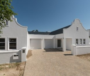 R 3,690,000 - 3 Bed House For Sale in Somerset West