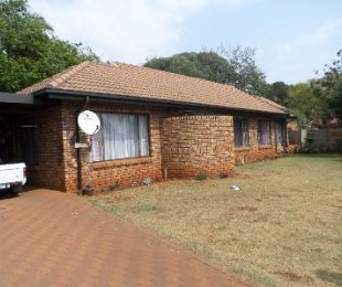 R 1,150,000 - 3 Bed House For Sale in Dorandia