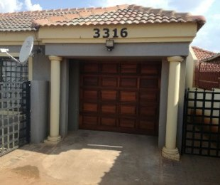 R 850,000 - 3 Bed House For Sale in Clayville