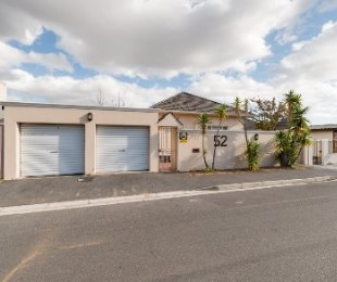 R 2,495,000 - 5 Bed Home For Sale in Boston