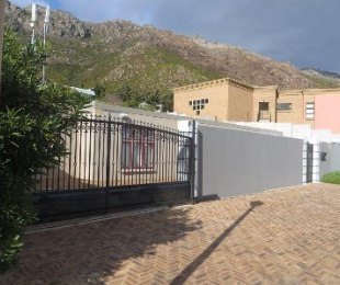 R 1,700,000 - 3 Bed House For Sale in Gordon's Bay