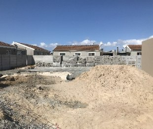 R 1,325,000 - 2 Bed House For Sale in Kraaifontein