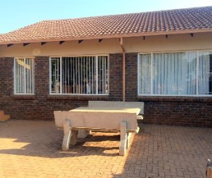 R 598,000 - 2 Bed Apartment For Sale in The Orchards