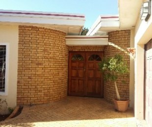 R 3,200,000 - 3 Bed House For Sale in Durbanville Hills