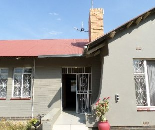 R 504,000 - 3 Bed House For Sale in Dagbreek