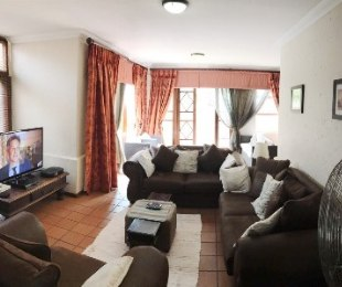 R 23,000 - 3 Bed Property To Rent in Eagle Canyon Golf Estate