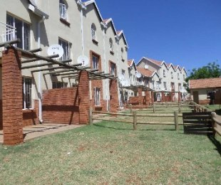 R 490,000 - 2 Bed Property For Sale in The Orchards