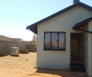 R 400,000 - 2 Bed House For Sale in Lawley