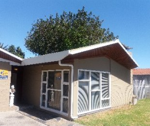 R 2,150,000 - 4 Bed Home For Sale in Parow North