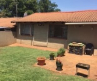 R 5,500 - 2 Bed Smallholding To Rent in Lanseria