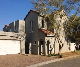 R 2,495,000 - 3 Bed Property For Sale in Eagle Canyon Golf Estate