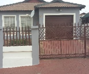 R 903,000 - 3 Bed Home For Sale in Olievenhoutbos