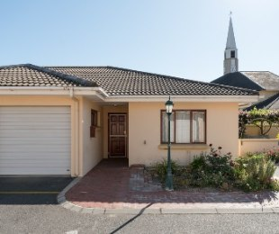 R 1,225,000 - 2 Bed Home For Sale in Stellenbosch Central