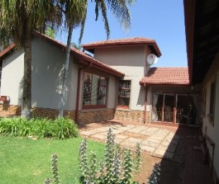 R 1,870,000 - 4 Bed Property For Sale in Amandasig
