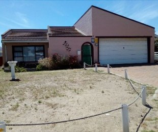 R 1,290,000 - 4 Bed Property For Sale in Port Owen