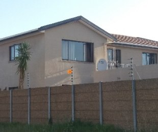R 880,000 - 2 Bed Flat For Sale in Goodwood