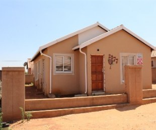 R 550,000 - 3 Bed Property For Sale in Rosslyn