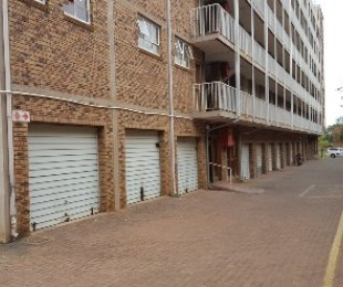 R 410,000 - 2 Bed Flat For Sale in Akasia