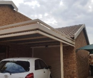 R 995,000 - 2 Bed Property For Sale in Akasia