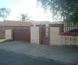 R 6,700 - 3 Bed Home To Rent in Lotus Gardens