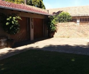 R 1,400,000 - 4 Bed House For Sale in Dorandia