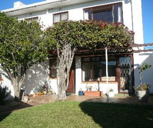 R 1,950,000 - 3 Bed House For Sale in Muizenberg