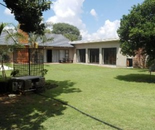 R 2,300,000 - 4 Bed Property For Sale in Flamingo Park