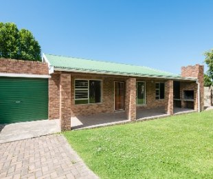 R 1,275,000 - 3 Bed House For Sale in Denneoord